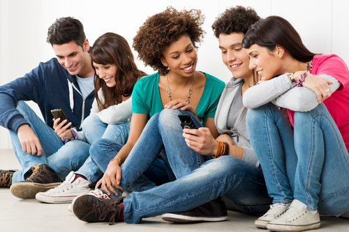 group-texting-sitting